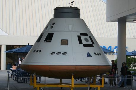 800px-Orion_capsule_at_KSC