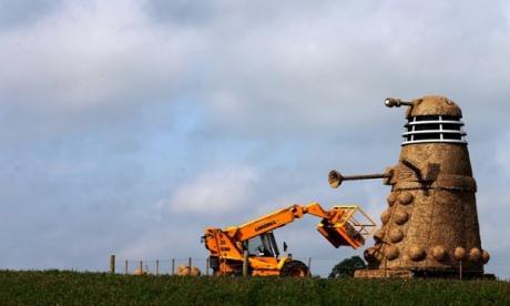 Dalek straw sculpture by Snugburys