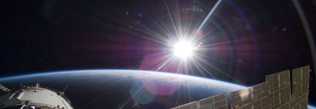 sunrise-over-earth-spacestation-thumb-905xauto-394